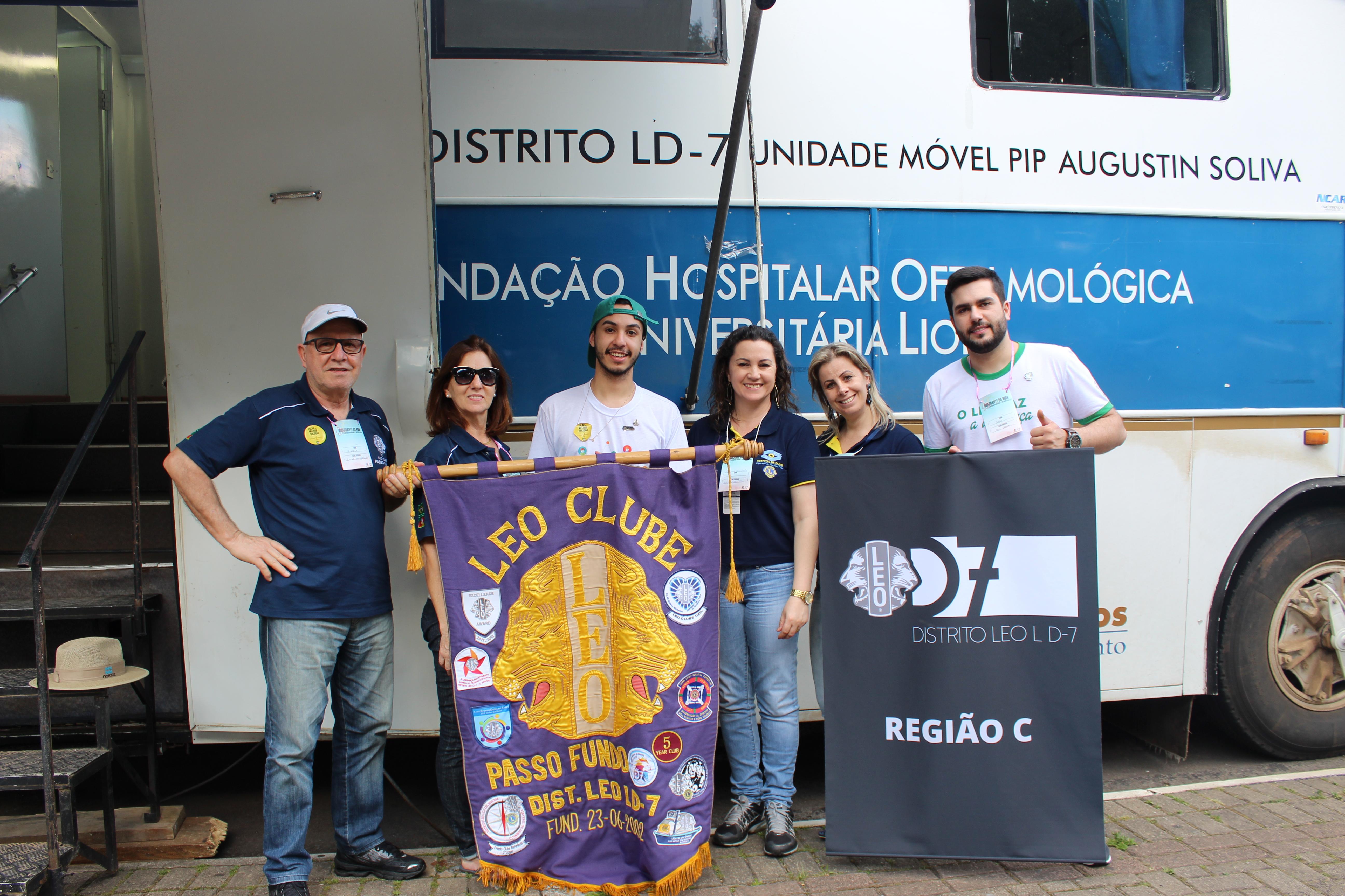Unidade Móvel do Hospital de Olhos Lions participa de campanha do LEO Clube Passo Fundo