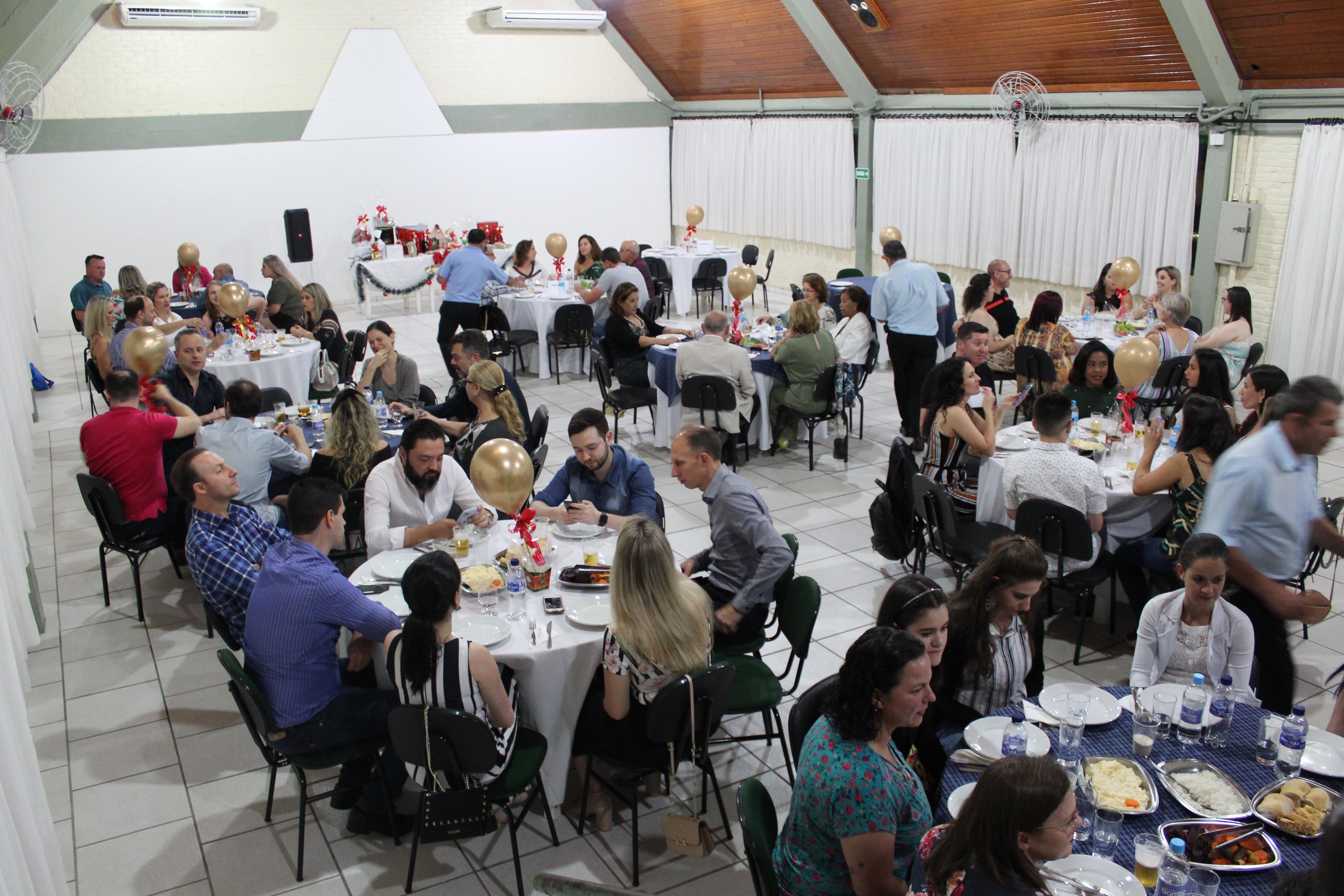 Jantar festivo marca fim de ano dos colaboradores do Hospital de Olhos Lions